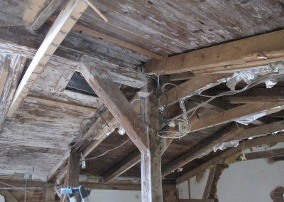 Dachunterseite: Die Fachleute waren sich einig: Da hilft nur ein Abbruch.